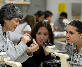 Veterinary Technology students at Foothill College. Photo courtesy of the CCC Chancellor's Office.